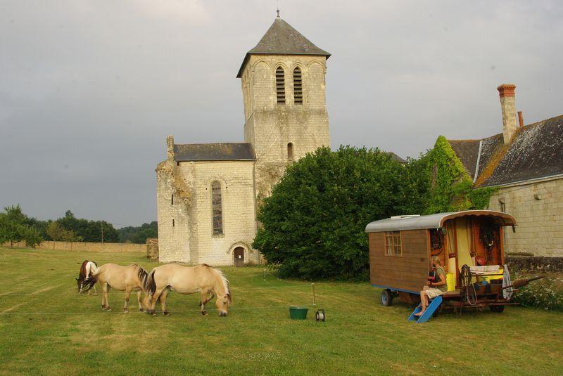 La roulotte devant l abbaye d'asnières