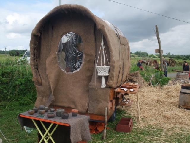 Expo céramique dans chariotte à Anjou Feu