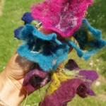 Quelques fleurs en feutre pour vendre en route