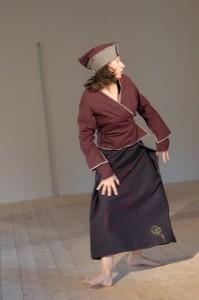 Chapeau en lainage gris et prune : 30€. Cache-coeur en lainge prune, T 38 : 70€